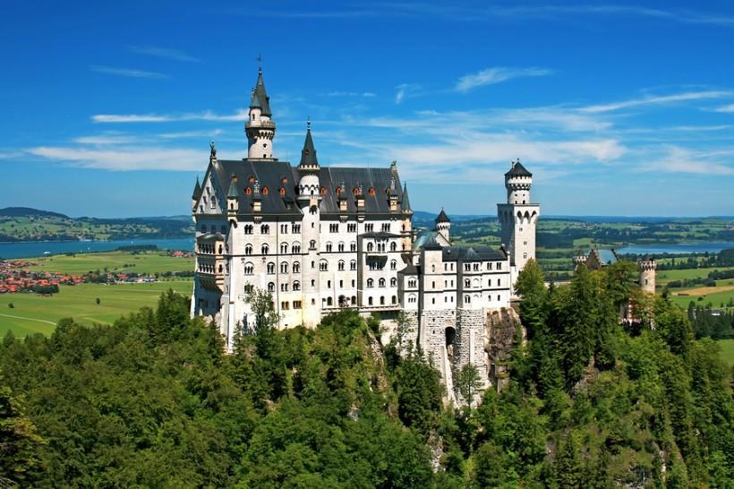 bigstock-Neuschwanstein-castle-Bavaria-239008371-820x546